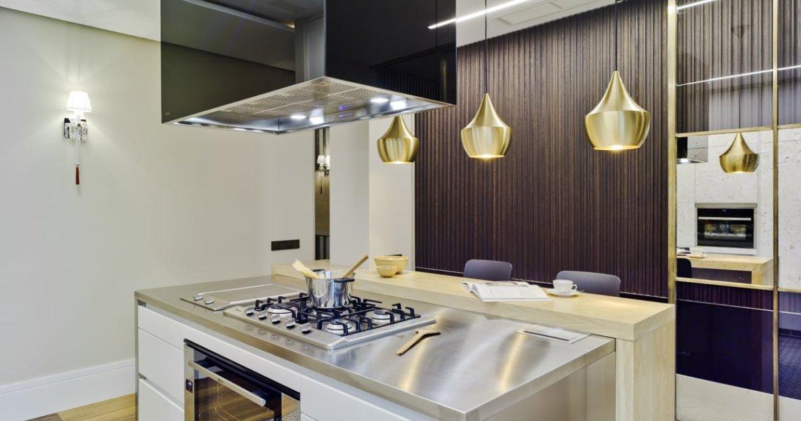 Cocina de diseño moderno y lujo en L en Madrid