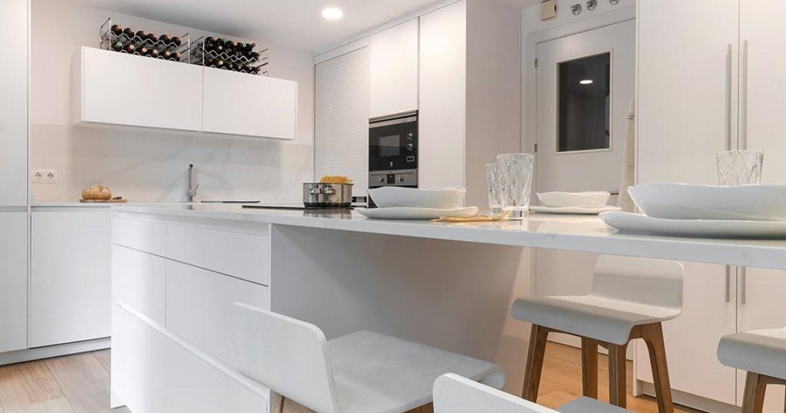 Cocina elegante en color blanco