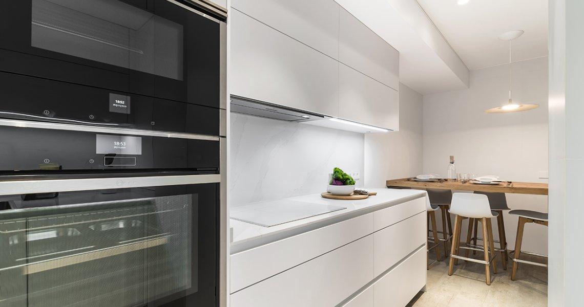 Cocina Santos Blanca, electrodomésticos Neff