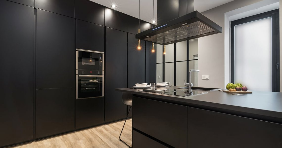 Cocina Santos Negra en color negro con península