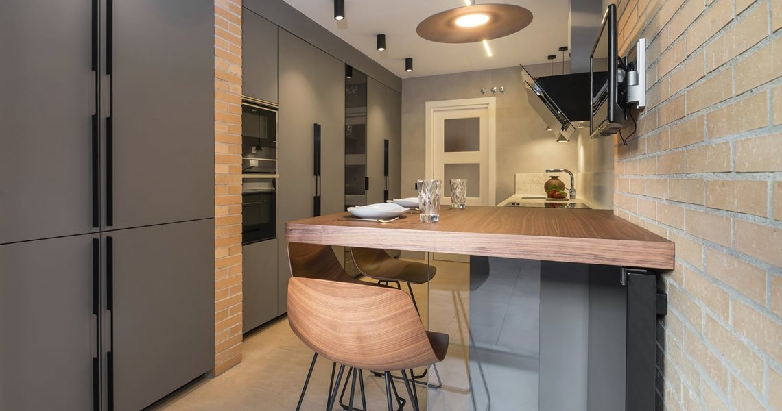 Mesa y barra de cocina de madera