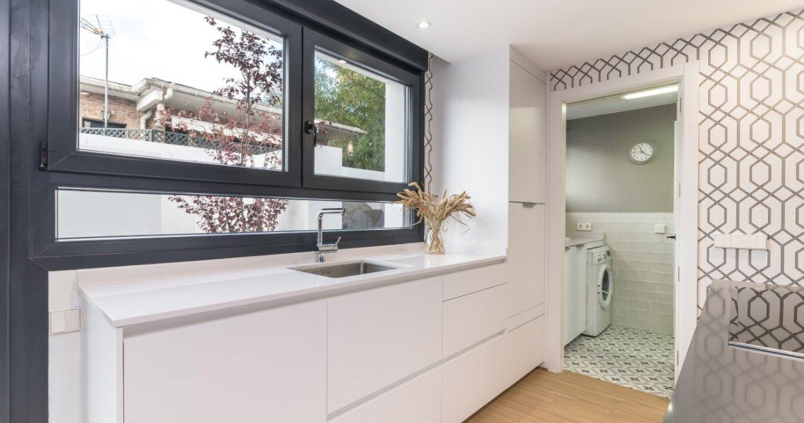 Frente muebles bajos en cocina Santos blanca