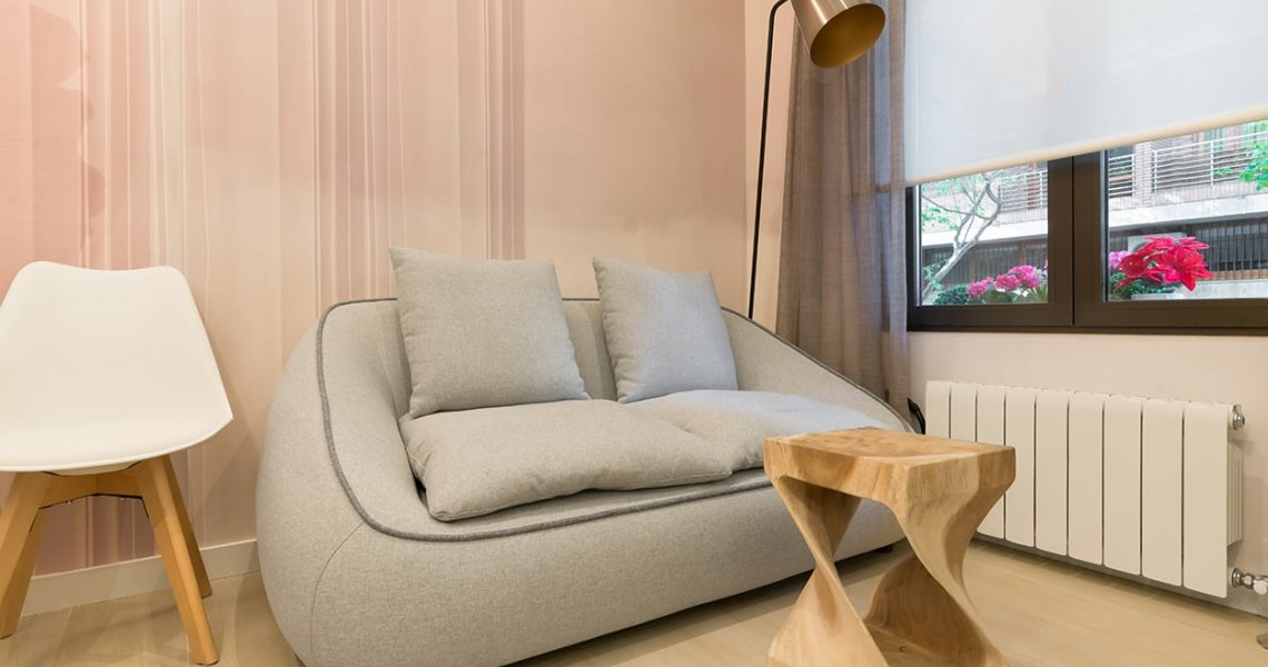 Sofá, mesa de centro, lámparas, mesa extensible y sillas: Kave Home