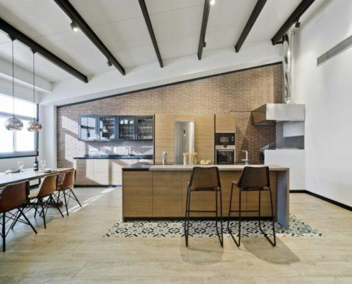 Cocina en salón rústico moderno