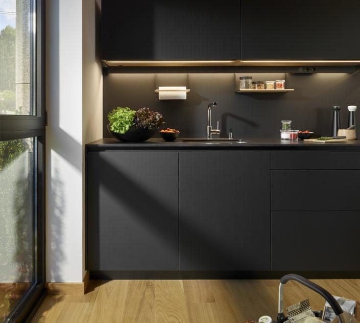 Muebles de cocina Santos. Modelo Santos Line-LAH Negro Antihuellas