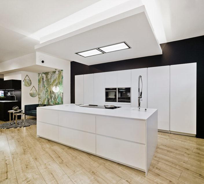 Modelo Santos Line + Line-E Blanco + Blanco Innsbruk + Blanco Nata | Cocinas mobiliario