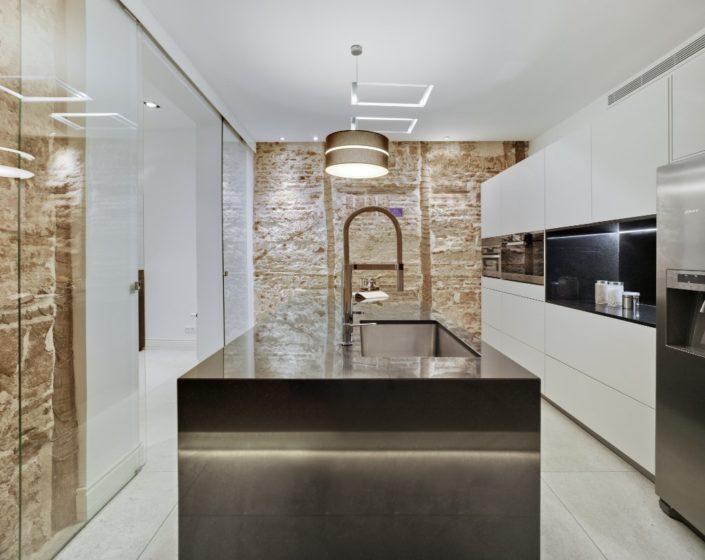 Muebles de cocina Santos Modelo Line-E 13 Blanco Sapporo + Encimera Granito Negro