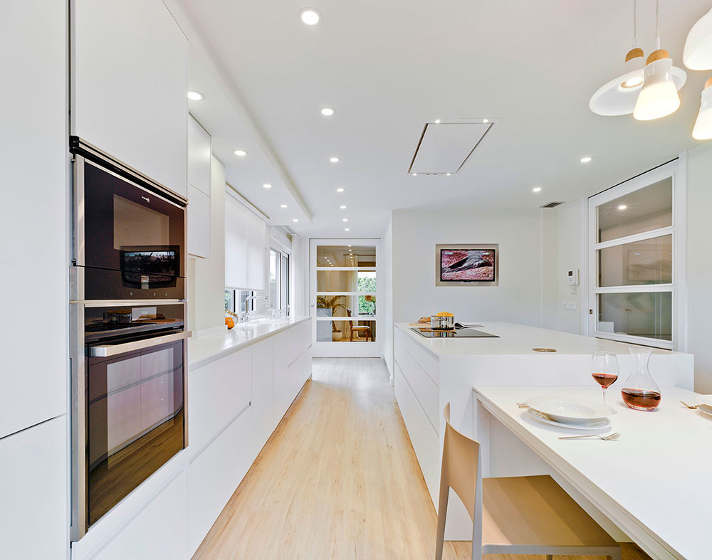 Cocina moderna en color blanco de Santos Cocinas