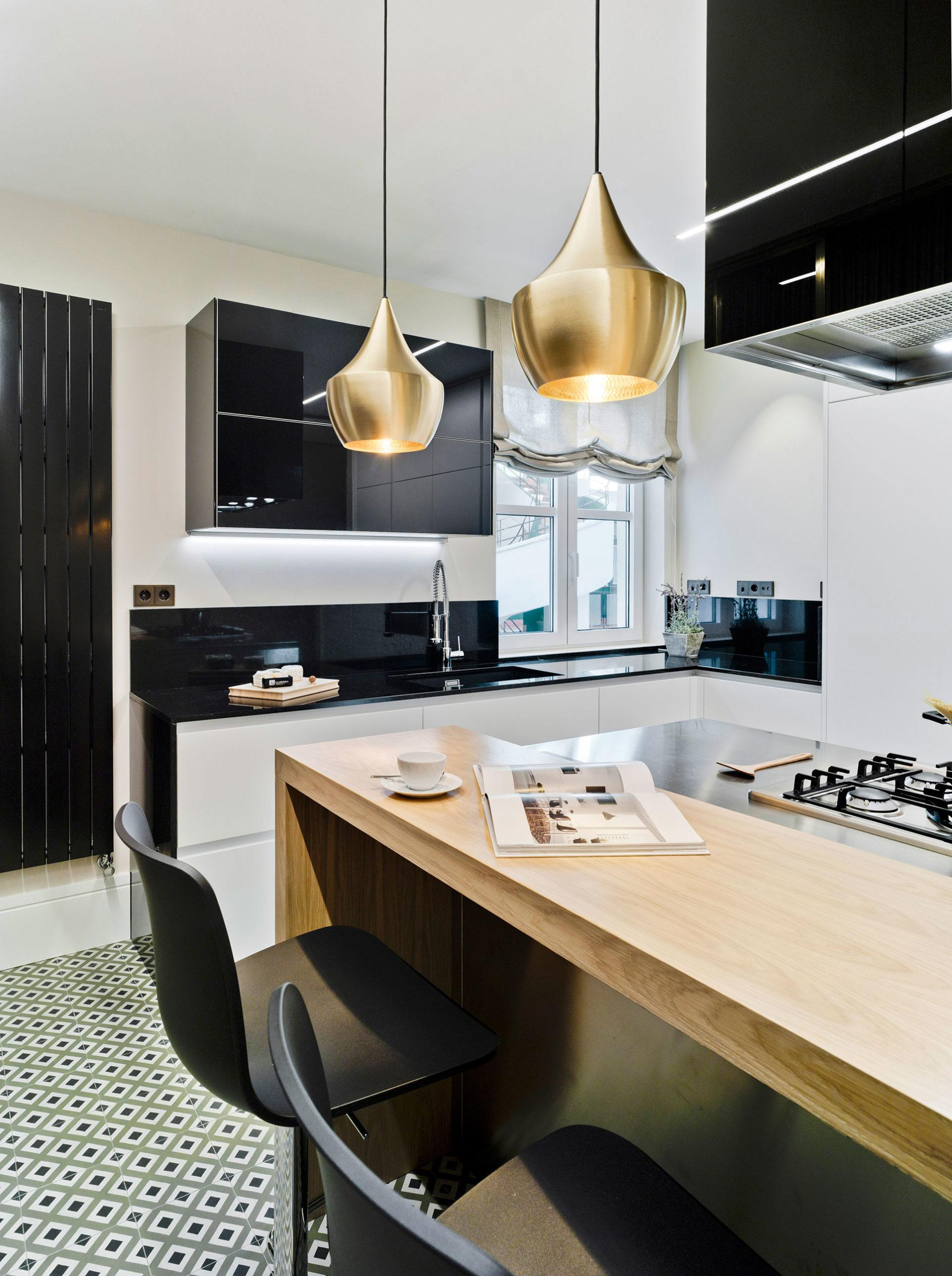 Materiales barra y encimera en cocina moderna