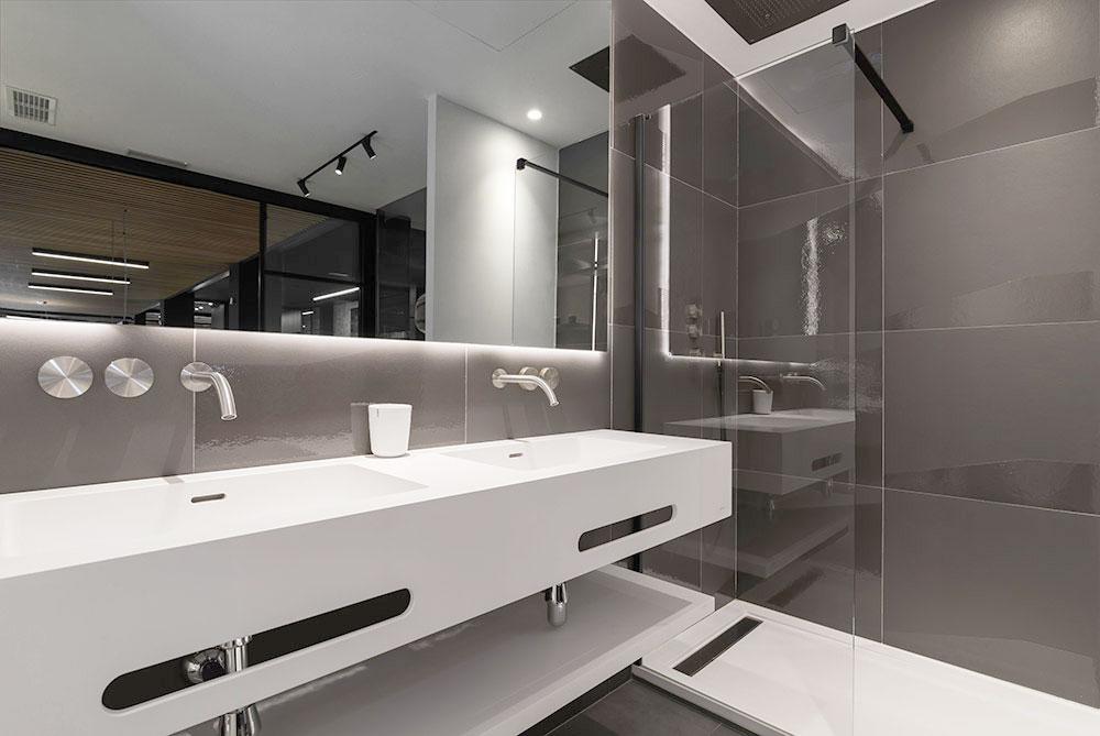 Baño de diseño moderno blanco