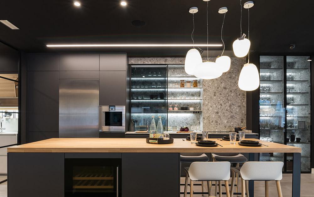 Cocina de diseño moderno con encimera de madera