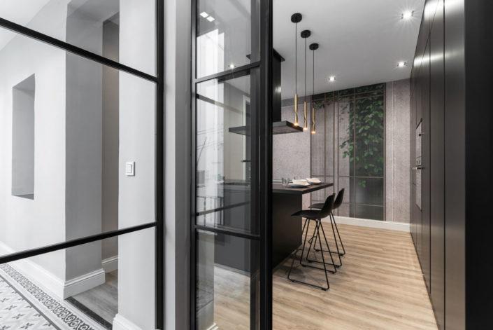 Fotografía de entrada a cocina con puertas correderas