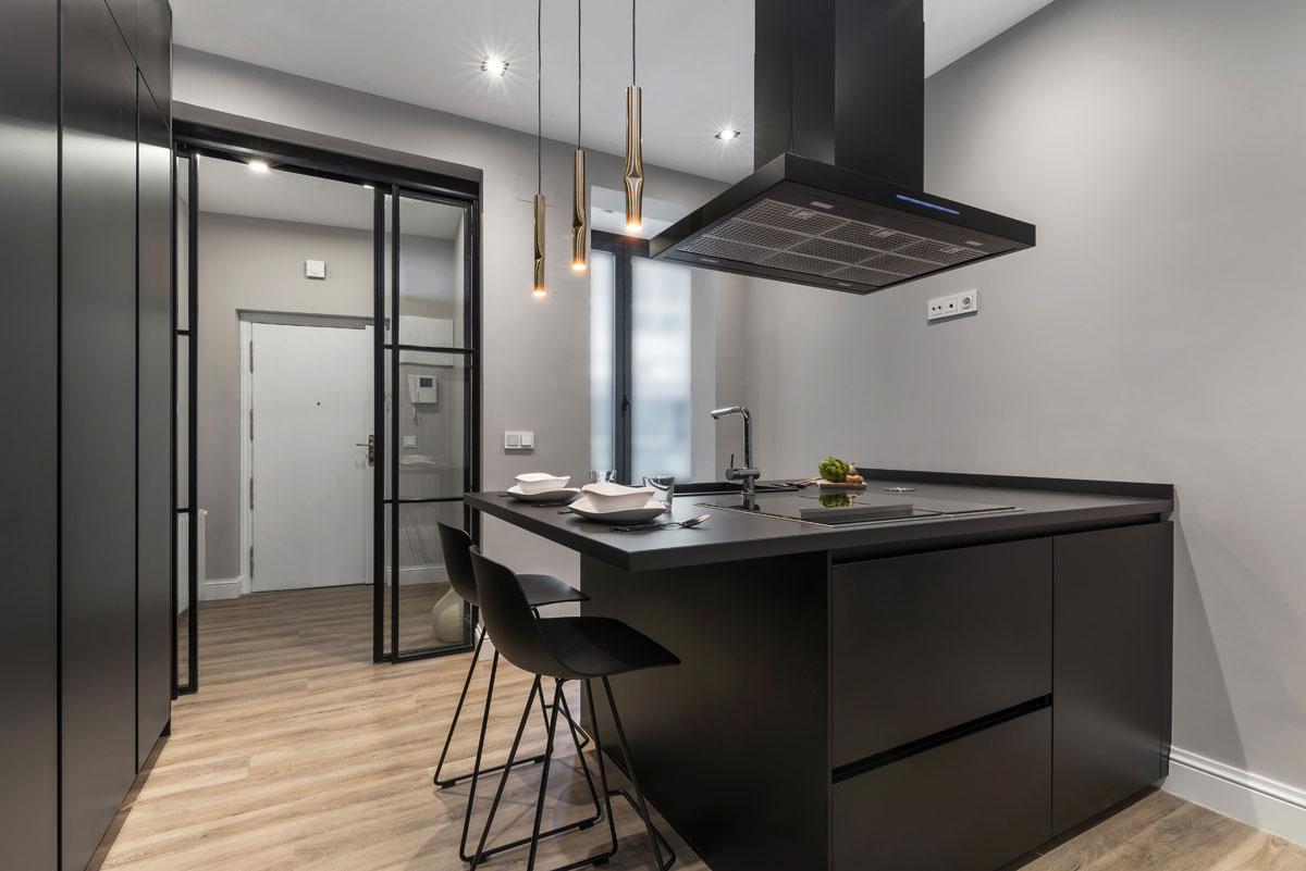 Cocina moderna de lujo en color negro