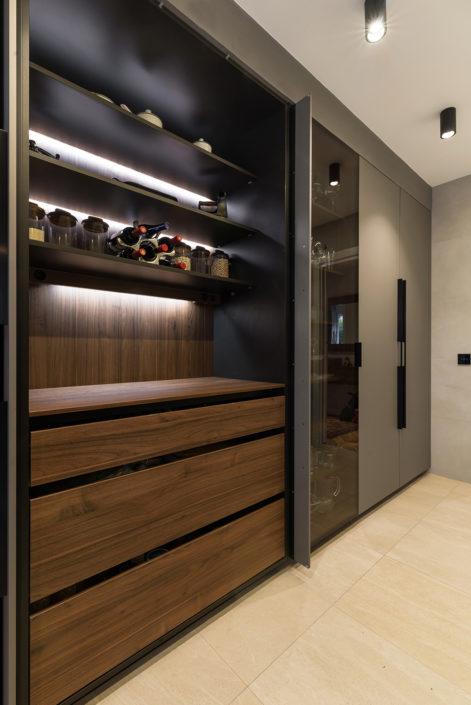 Muebles de cocina de lujo gris y marrón