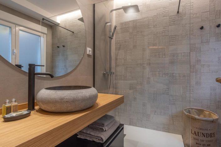 Baño con ducha diseño industrial contemporáneo